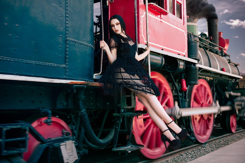 alicia-train-02-web